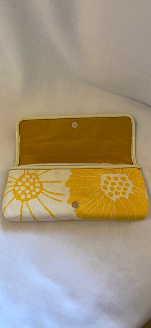 kate-spade-bloomington-mirra-yellow-and-white-canvas-clutch-5-0-650-650