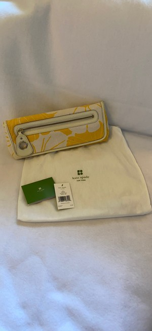 kate-spade-bloomington-mirra-yellow-and-white-canvas-clutch-6-0-650-650