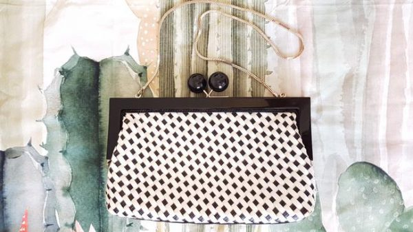 kate-spade-crossbody-and-white-weave-black-patent-leather-clutch-2-0-650-650
