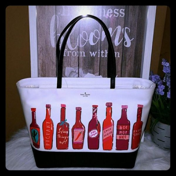 kate-spade-hot-sauce-remmi-extra-spicy-tote-2-0-650-650