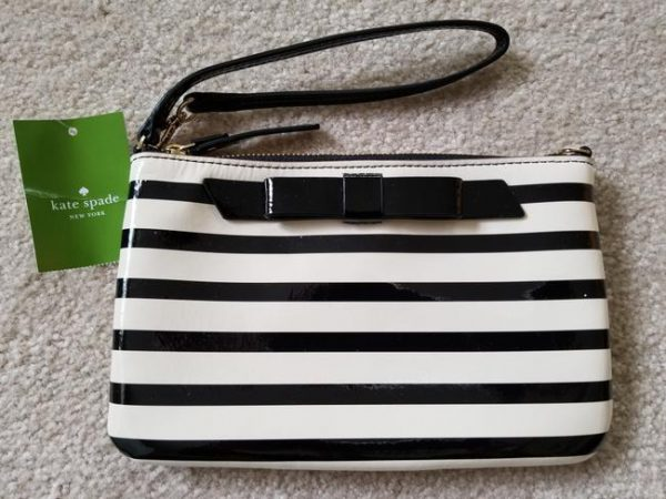 kate-spade-lolly-chelsea-stripe-ivory-and-black-patent-leather-wristlet-2-0-650-650