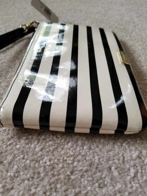 kate-spade-lolly-chelsea-stripe-ivory-and-black-patent-leather-wristlet-8-0-650-650