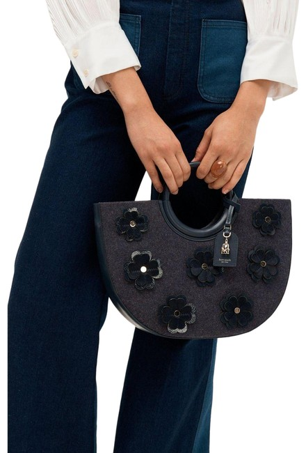 kate-spade-on-purpose-floral-applique-circle-blazer-blue-felt-and-patent-leather-tote-0-1-650-650